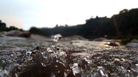 Agua de río sincera Imagenes de archivo