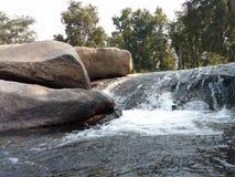Agua de Raning en el río Foto de archivo libre de regalías