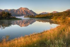 Agua de Rocky Mountain Sunrise Over The foto de archivo libre de regalías