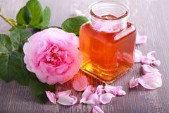 Agua de Rose en un tarro, Fotos de archivo