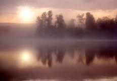 Agua de Sun de la niebla Fotos de archivo