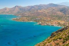Agua de Turquise de la bahía de Mirabello en Creta Fotos de archivo libres de regalías