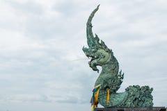 Agua del canalón de la estatua de Serpant Fotos de archivo libres de regalías