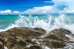 Agua del chapoteo de la onda del mar Fotografía de archivo