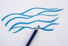 Agua del dibujo de la mano con el lápiz foto de archivo