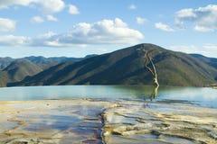 Agua del EL de Hierve en el estado de oaxaca, México Foto de archivo