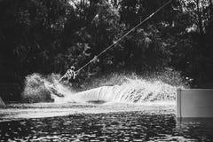 Agua del espray después del salto extremo a bordo Imagenes de archivo