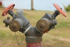 Agua del grifo para el abastecimiento de agua Imágenes de archivo libres de regalías