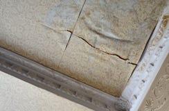 Agua del techo del sitio dañada Fotos de archivo libres de regalías