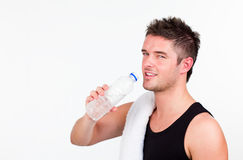 Agua drining del hombre joven de Athlethic Foto de archivo