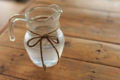 Agua dulce en un tarro Fotografía de archivo