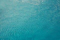 Agua en el fondo de la piscina Fotografía de archivo