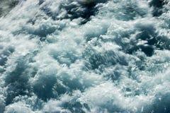 Agua en el movimiento borroso Foto de archivo libre de regalías