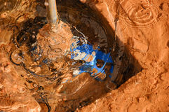 Agua en la columna de alimentación Fotos de archivo libres de regalías