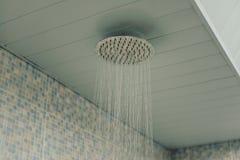 Agua en la ducha del techo Imagen de archivo