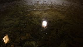 Agua en pozo o cueva metrajes