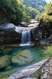 Agua fall-3 Imágenes de archivo libres de regalías