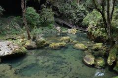 Agua hervida bajo caídas Fotos de archivo libres de regalías