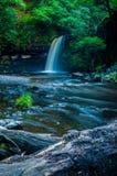 Agua lenta de la escena de la cascada Imagenes de archivo