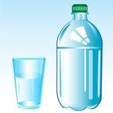 Agua mineral y vidrio Fotografía de archivo libre de regalías