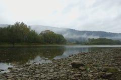 Agua, montañas, flujo Imagenes de archivo