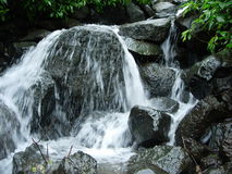 Agua natural de la montaña Foto de archivo