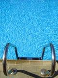 Agua-piscina de la escala Imagenes de archivo