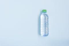 Agua potável na garrafa plástica Fotografia de Stock Royalty Free