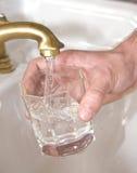 Agua potable imágenes de archivo libres de regalías