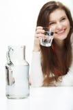 Agua potable de la mujer Fotografía de archivo libre de regalías