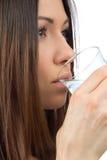 Agua potable de la mujer Fotografía de archivo