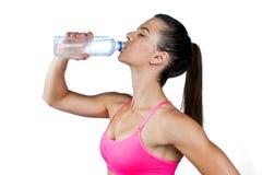 Agua potable de la mujer apta Imagen de archivo