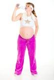 Agua potable de la mujer embarazada después de ejercitar Fotos de archivo libres de regalías
