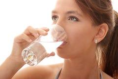 Agua potable de la mujer joven Foto de archivo libre de regalías