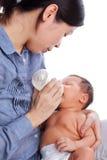 Agua potable del bebé Fotos de archivo