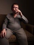 Agua potable del hombre gordo Imagen de archivo