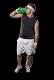 Agua potable del jugador de tenis de la botella plástica verde Fotos de archivo libres de regalías