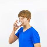 Agua potable del muchacho Foto de archivo libre de regalías