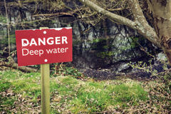 Agua profunda del peligro Imagenes de archivo