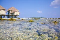 Agua pura del océano y del cielo azul Fotografía de archivo