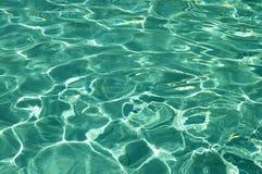 Agua pura en piscina Foto de archivo libre de regalías