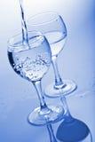 Agua pura que salpica en el vidrio Fotografía de archivo