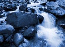 Agua que cae Fotos de archivo libres de regalías