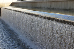 Agua que cae artificial Imágenes de archivo libres de regalías