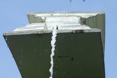 Agua que cae del golpecito Foto de archivo libre de regalías