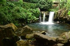 Agua que cae en parque nacional en Uruapan Michoacan Imagenes de archivo