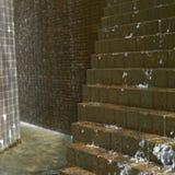 Agua que conecta en cascada abajo en ladrillos Fotos de archivo libres de regalías