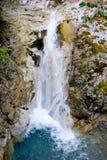 Agua que fluye abajo Fotos de archivo libres de regalías