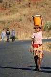 Agua que lleva Foto de archivo libre de regalías