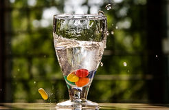 Agua que salpica en un vidrio Fotografía de archivo